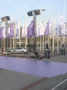 Der LILA-Teppich im Aufbau für die ECHO-Verleihung